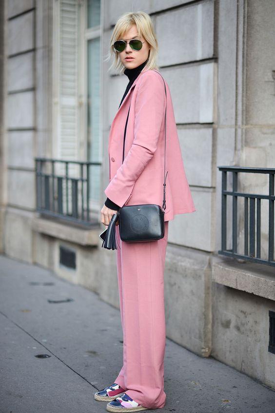 Στις παρακάτω εικόνες θα πάρετε ιδέες πως να φορέσετε το κουστούμι όλες τις  ώρες της ημέρας. 4308eff07c6